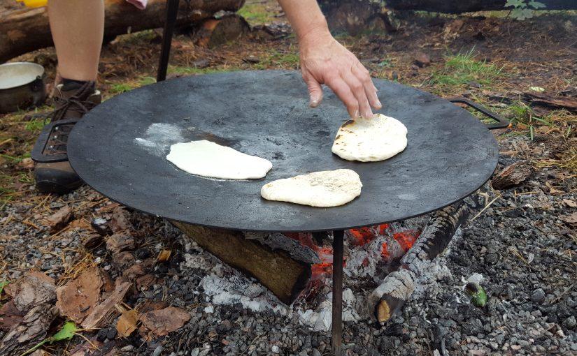 Vi bakar bröd i skogen