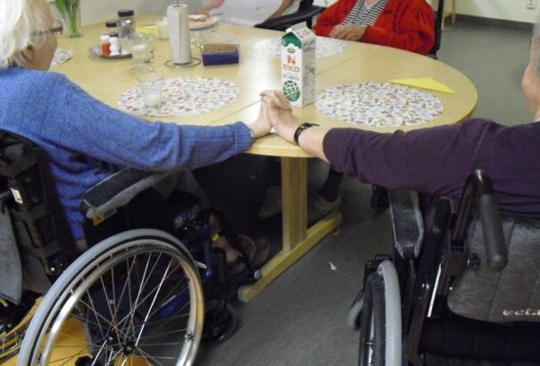 Ibland behöver vi alla en hand att hålla i