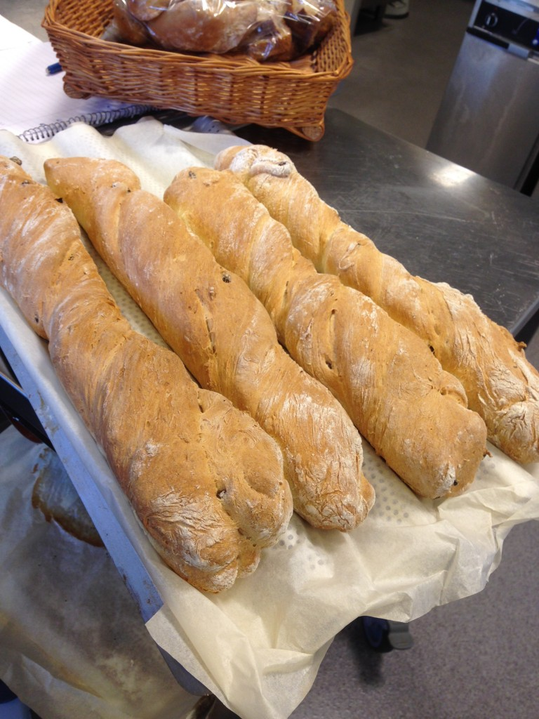 bröd gjord på havregrynsgröt, russin