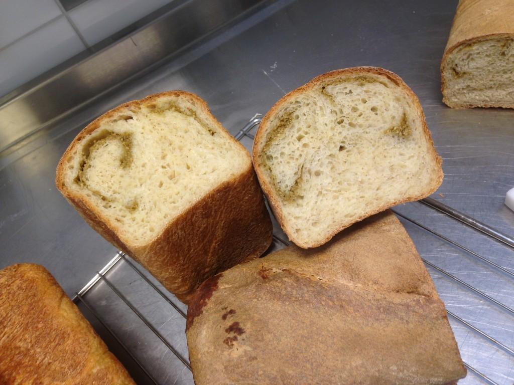 bröd med pesto i (2)