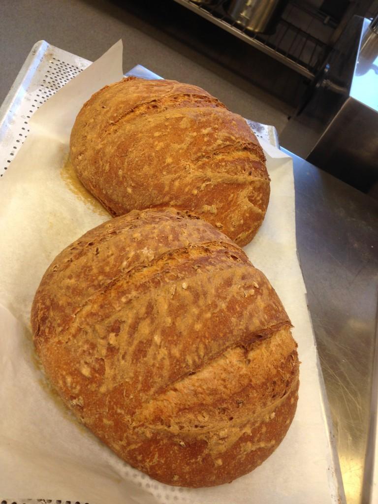 bröd bakad på grhamsmjöl och linfrö