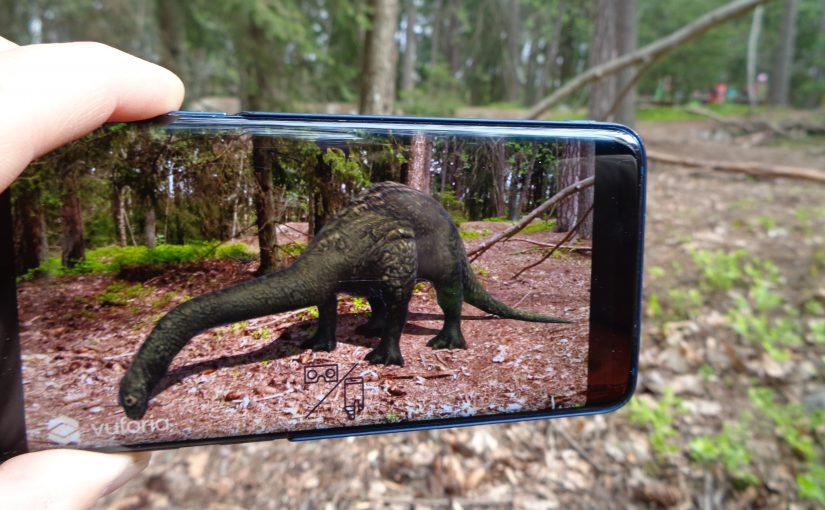 Möte med dinosaurier i skogen