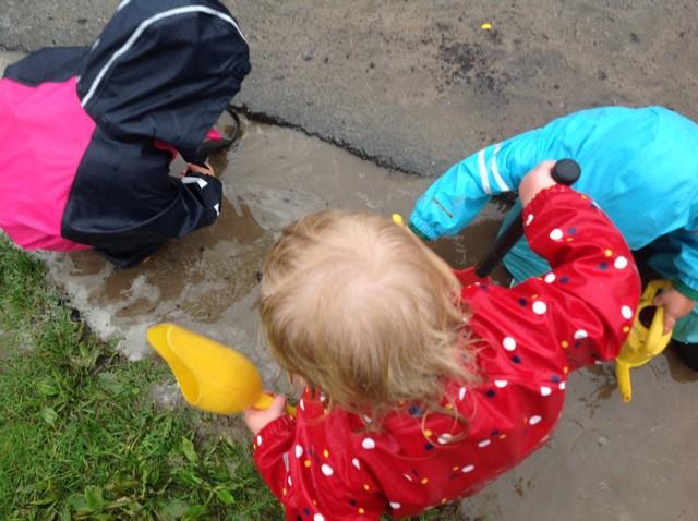 Vattenlek på gården