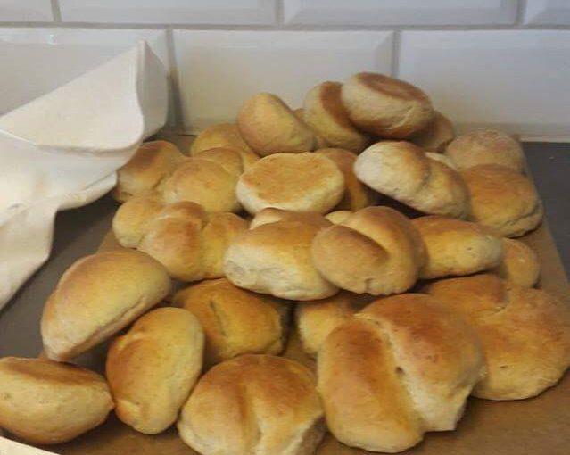 Blomman bakar bröd till mellanmålet – Mitt bröd såg ut som en hamburgare!