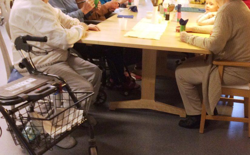 – De klappade händerna vi när vi sjungde! Vi besöker Väverskans äldreboende igen