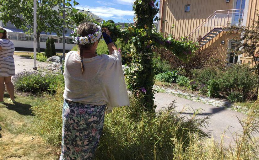 Midsommarfirande på Väverskans äldreboende