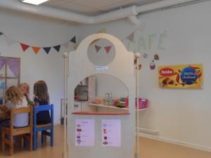 I vår nya Caféhörna älskar barnen att leka.