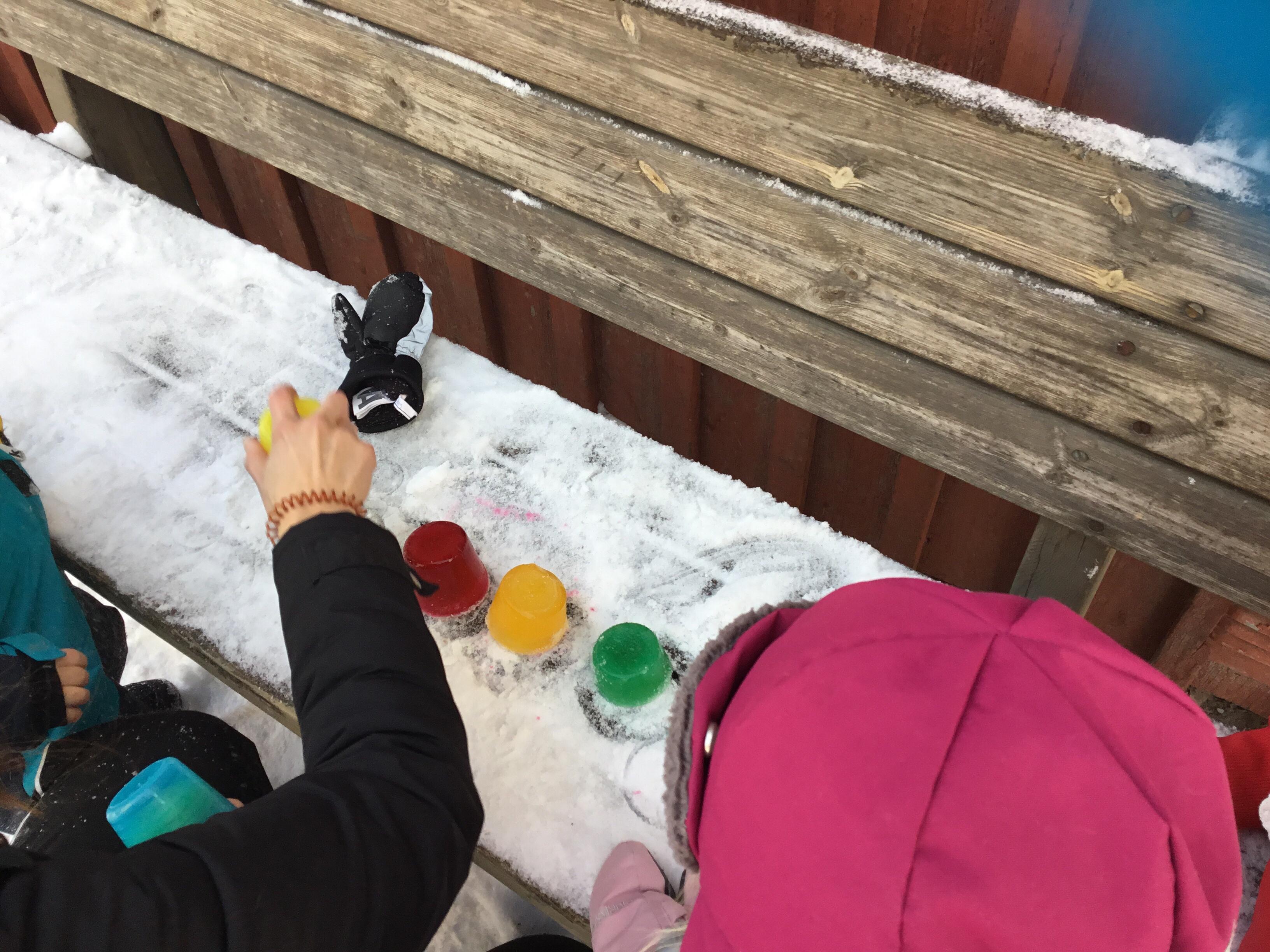 Vi knackar ut isen ur formarna