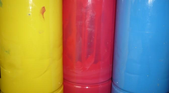 Vi experimenterar med grundfärgerna