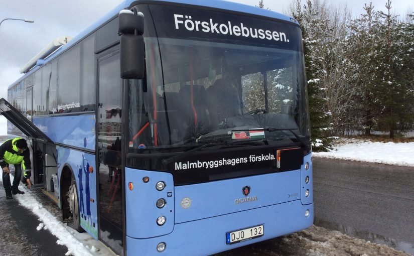Sportlovssnö och bussbesök.