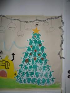 Barnen har gjort en julgran till Babblarna och julkulor som doftar av julens kryddor.