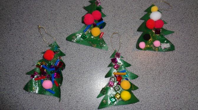 Snäckanbarnen skapar julgranar