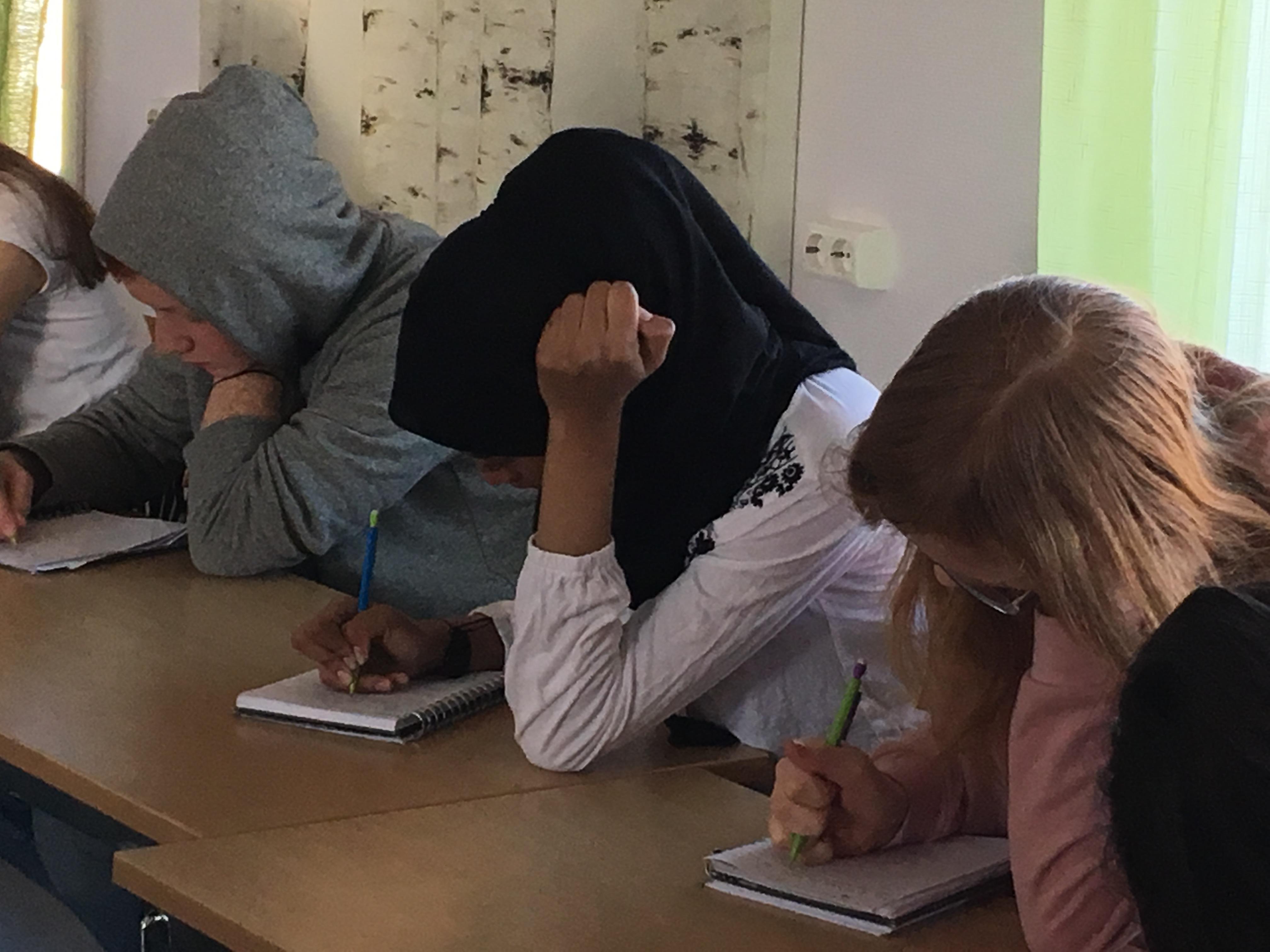 Lararepolitiker stod naken infor sina elever